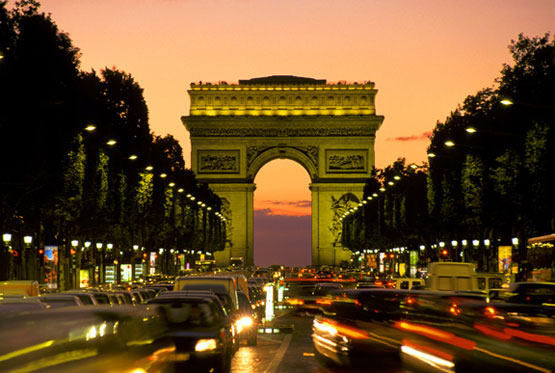 apsida_tou_thriambou-panta-tha-exoume-to-Parisi-ingolden.gr