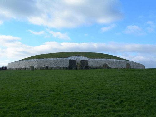 ta-arxaiotera-mnhmeia-ston-kosmo-Newgrange-ingolden.gr_