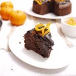 Υγρό κέικ σοκολάτας με άρωμα πορτοκαλιού