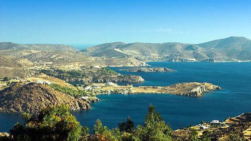Patmos-to-nisi-tis-apokalypsis-spilaio-apokalipsis-dealway.gr-ingolden.gr.jpg-paralies