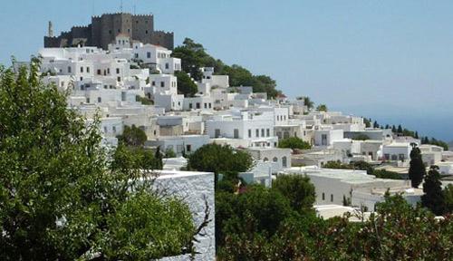 Patmos-to-nisi-tis-apokalypsis-spilaio-apokalipsis-dealway.gr-ingolden.gr.jpg-xora