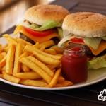 Σπιτικά ζουμερά Burger με ΒΒQ σως