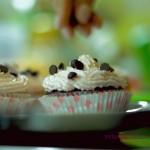 Πολύχρωμα Cupcakes με απίστευτη επικάλυψη.. Απλά πεντανόστιμα!