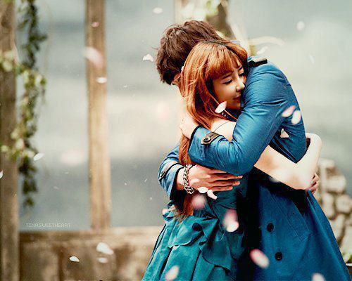LIVE-LOVE-HUG-INGOLDEN.GR
