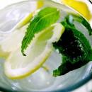 Αρωματισμένο νερό με φρούτα και βότανα