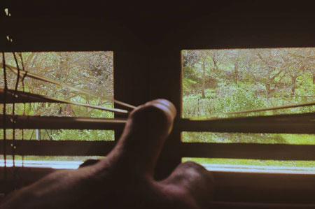 Λίγες μέρες προτού φύγεις, άνοιγα κρυφά τα παράθυρα• ήθελα να δω τι γίνεται στον έξω κόσμο• η Βυτίνα ήταν αποκάλυψη• το ήξερες, μα δεν μου το 'χες πει