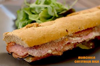 PASTRAMI-BAGETA-moustarda-meli-liasti-ntomata-sandwich-crystallia-ingolden.gr-breakfast