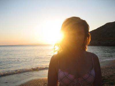 - Τζιά, με τον ήλιο στα μαλλιά