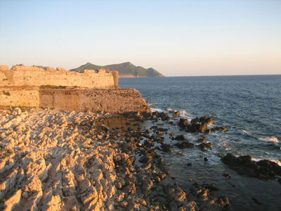Ο ήλιος έγειρε στα κάστρα της Μεθώνης..