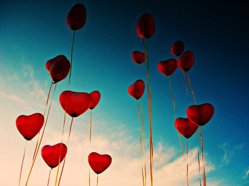 as-ginei-ena-thayma-inGolden.gr.jpg-heart-love-miracle-red