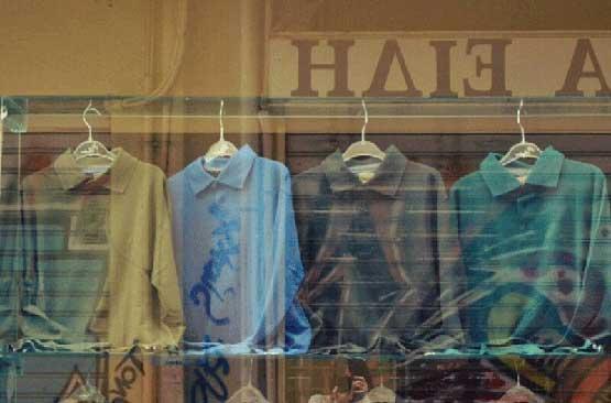 Για ένα, δύο, τρία, τέσσερα πουκάμισα αδειανα. Για μια, δύο, τρεις, τέσσερις Ελενες.