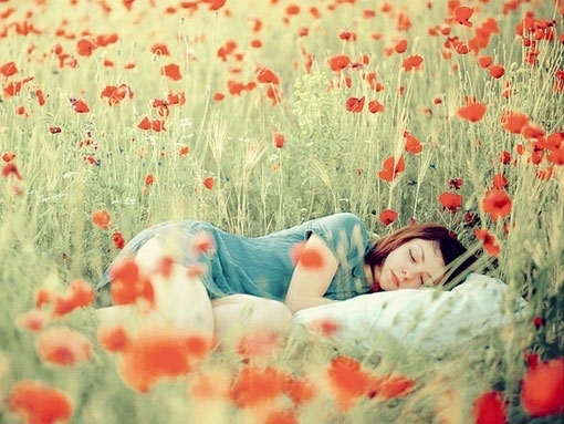 nas-topos-perisillogis-quotes-inGolden.gr-girl-flowers-sun-sleep-relax