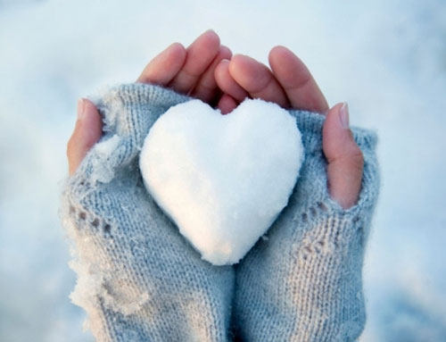 i-kardia-mou-heart-quotes-snow-winter-hands-woman-inGolden.gr