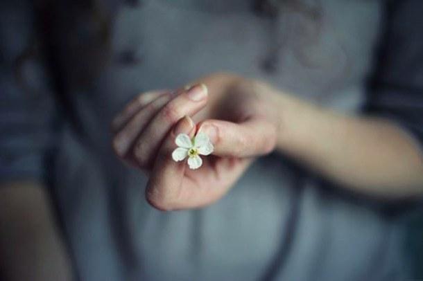 prosektika-kai-kathimerina-o-kosmos-inGolden.gr-quotes-flower