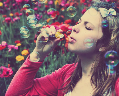 i-katallili-stigmi-oimgolden.gr-quotes-woman-bubbles-pink-red