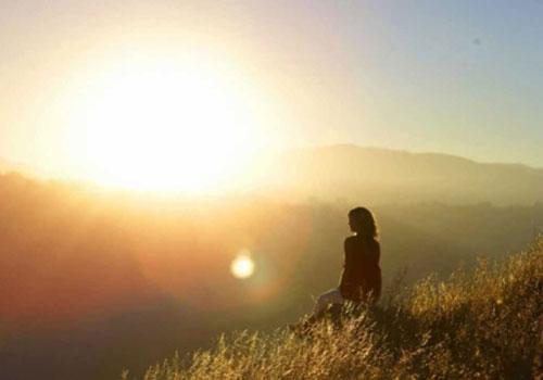 oi-perioxes-ton-sfalmatvn-sas-ingolden.gr-sunrise-woman