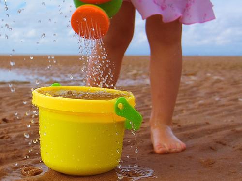 To-savoir-vivre-ths-paralias-kids-play-sand-ingolden.gr
