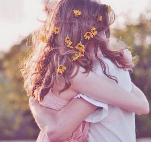mia-agalia-ingolden.gr-couple-hug