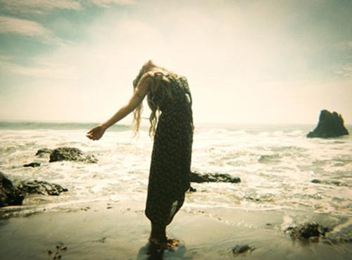rotise-quotes-woman-sea