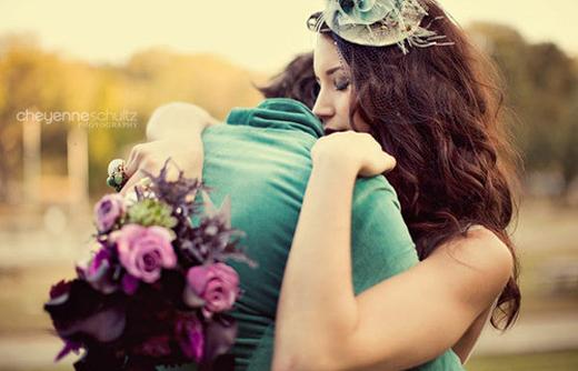 ta-logia-einai-parathyra-love-couple-flowers-ingolden.gr