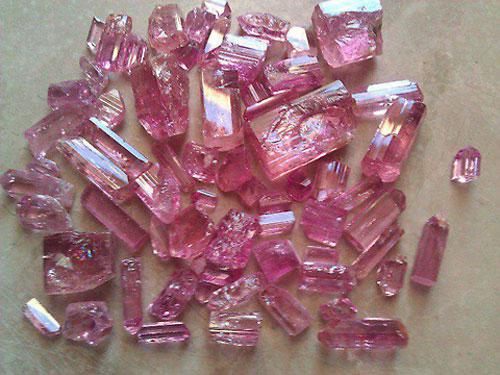 topazi-o-lithos-ths-agaphs-pink1-ingolden.gr