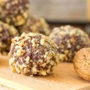 Σοκολατένια τρουφάκια βρώμης με καρύδια