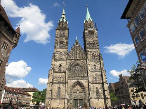 nyrembergh-mia-mageytikh-polh-st-lorenzkirche-ingolden-gr