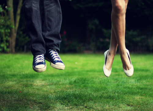 ta-empodia-ingolden.gr-feets-air-quotes-man-woman