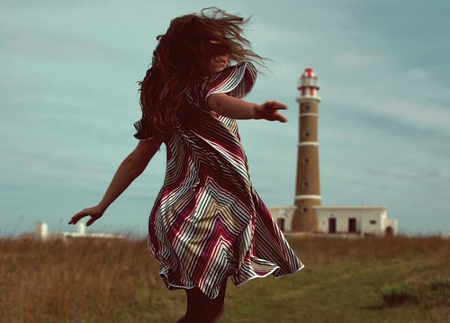 faros-zois-ingolden.gr.girl-lighthouse-wind-blow-quotes