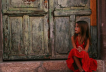 to-akatorthoto-ingolden.gr-quotes-girl-red-door