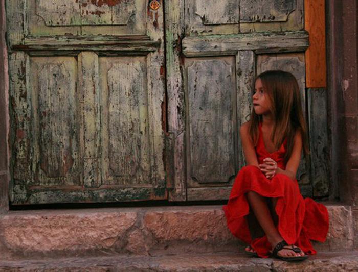 to-akatorthoto-ingolden.gr-quotes-girl-red-door