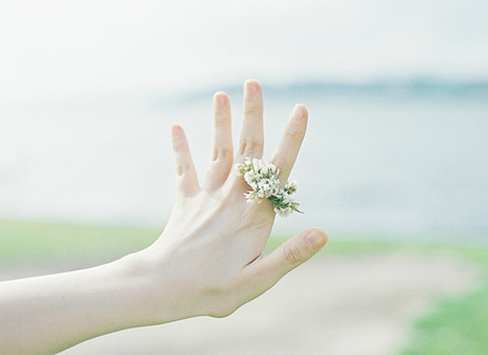 to-ligo-ingolden.gr-quotes-hand-flower