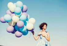 SE-MERH-MAGIKA-INGOLDEN.GR-BALLONS-WOMAN-COLORS-BLUE-LIGHT