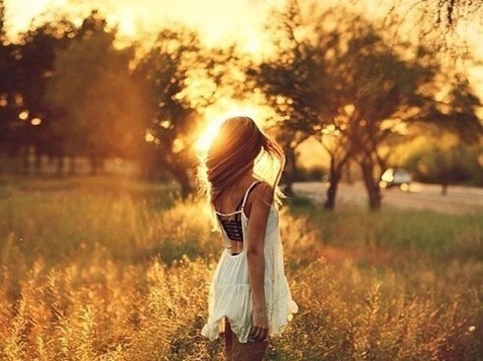 poios-tha-me-stamatisei-ingolden.gr-woman-light-sun-quotes-daylight