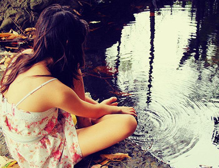 DE-THA-SOU-XARISTEI-GIRL-WOMAN-CIRCLE-SEA-THOUGHTS=THINK-GREEN-WATER-QUOTES-INGOLDEN.GR