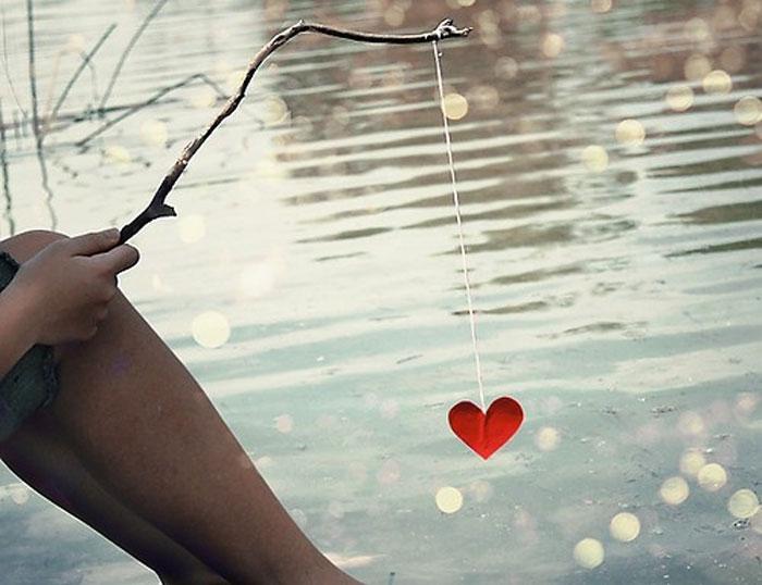 GIA-SENA-FOOT-HEART-LOVE-DESTINY-SEA-WATER-HANDS-FISHING-INGOLDEN.GR-QUOTES