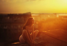 O-OLOKLIROMENOS-ANTROPOS-WOMAN-SUNRISE-THINK-HAPPY-LOVE-ORANGE-SKY-QUOTES-INGOLDEN.GR