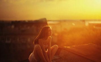 O-OLOKLIROMENOS-ANTROPOS-WOMAN-SUNRISE-THINK-HAPPY-LOVE-ORANGE-SKY-QUOTES-INGOLDEN.GR