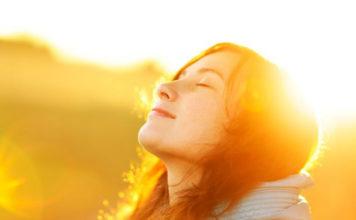 TO-AROMA-TIS-XARAS-INGOLDEN.GRWOMAN-SUN-SUNSHINE-HAPPY
