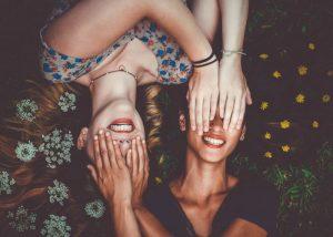 Βασιλική Χρονοπούλου, ingolden, άρθρα, η βελούδινη αγκαλιά της φιλίας